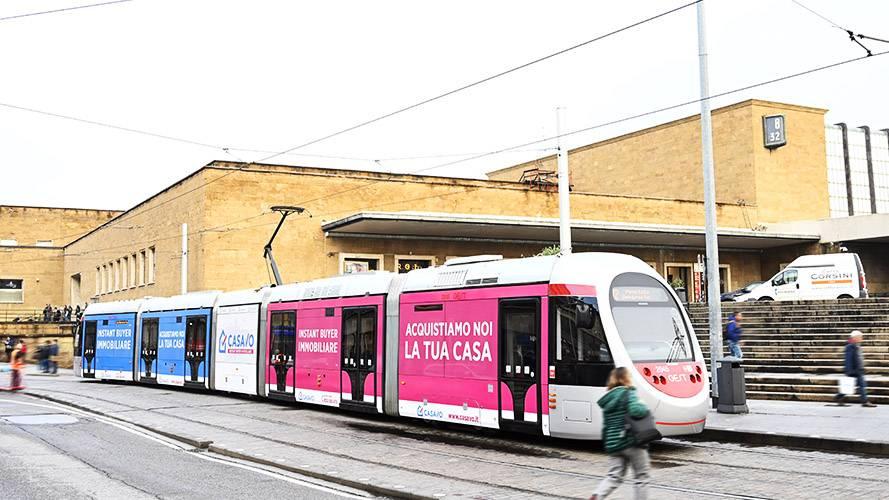 Pubblicità sui tram a Firenze IGPDecaux Full-Wrap per Casavo