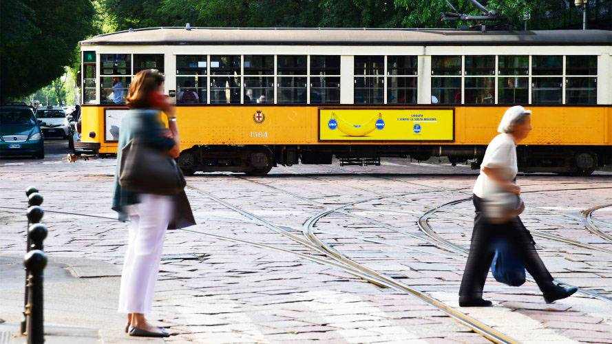 Pubblicità sui tram Milano IGPDecaux Side Banner Chiquita