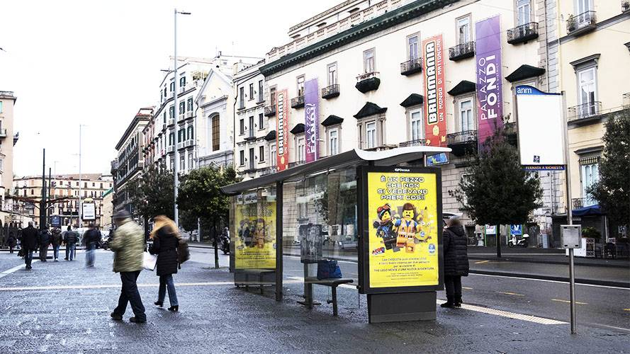 Pubblicità sulle pensiline IGPDecaux a Napoli per Chiquita