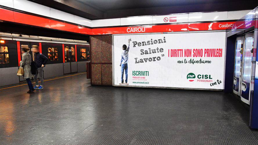 Underground OOh advertising IGPDecaux Landscape Coverage Network in Milan for CISL