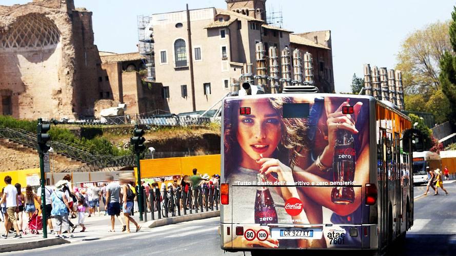 Pubblicità sugli autobus Roma IGPDecaux FullBack per Coca-Cola