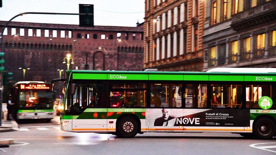 Pubblicità su autobus Milano Adesiva Landscape IGPDecaux per Crozza