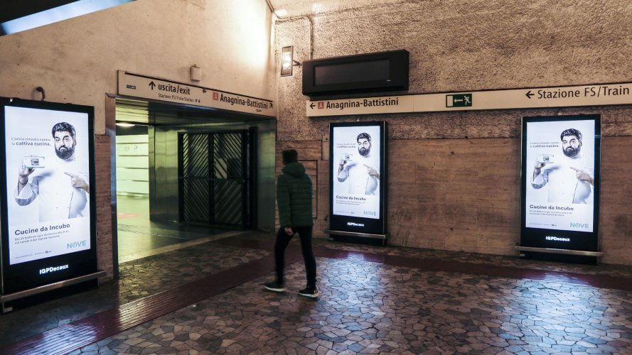 Underground advertising IGPDecaux Rome Underground Vision Network for Cucine da incubo