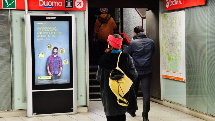 Out of Home advertising Milan IGPDecaux Underground Vision Network for Deutsche Banco Posta