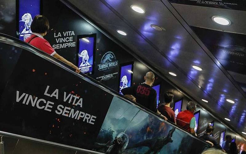 Dooh advertising IGPDecaux Digital Escalator in Rome for Jurassic World