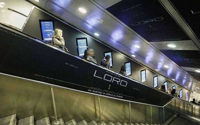 Underground advertising IGPDecaux Digital Escalators in Rome for Loro1