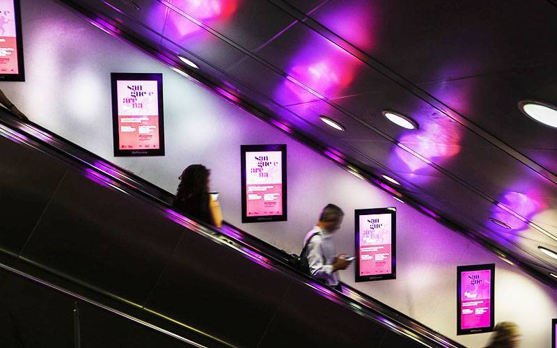 Outdoor communication IGPDecaux Rome Digital Escalator for Mondadori