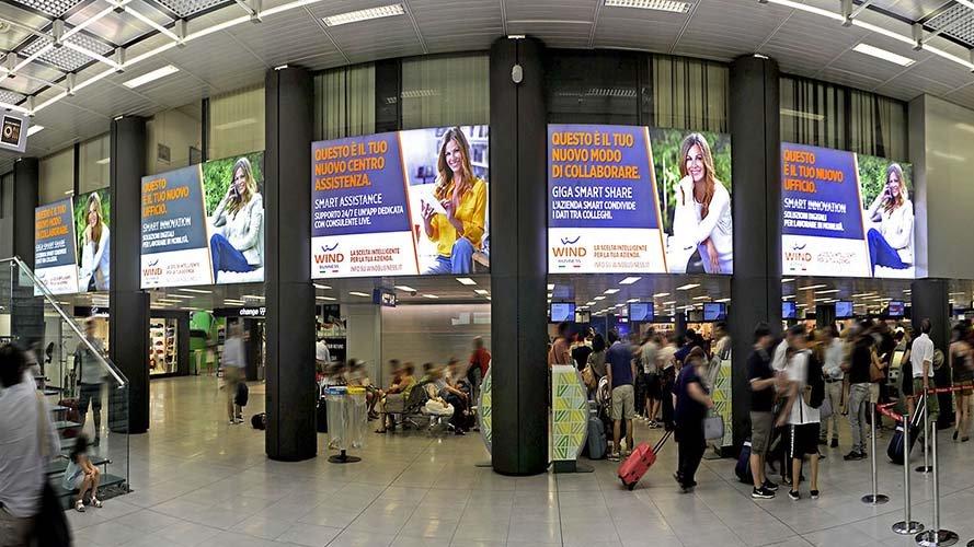 Aeroporto Linate pubblicità IGPDecaux domination aeroporto per Wind