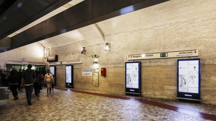 Underground advertising Rome IGPDecaux Underground Vision Network for Easynrose