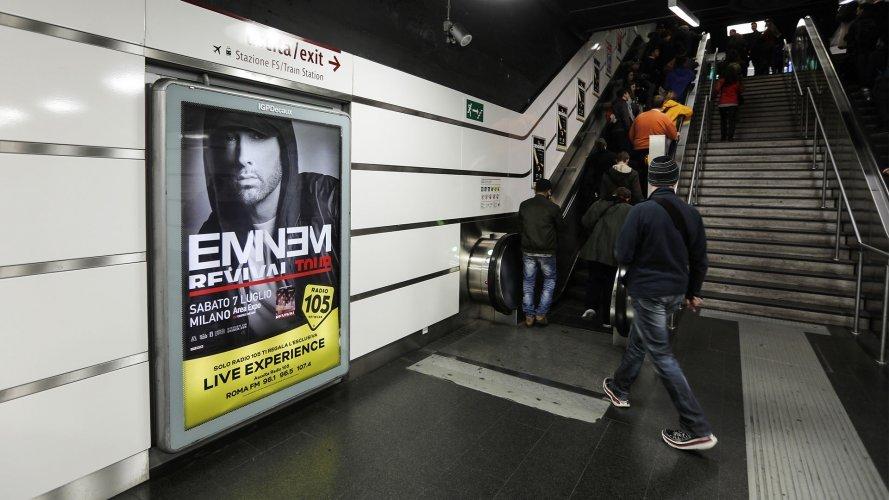 Pubblicità metro Roma circuito a copertura portrait per Eminem IGPDecaux