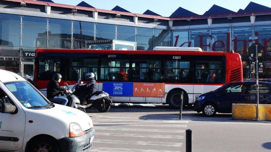 Pubblicità sugli autobus IGPDecaux Side Banner a Napoli per Enel Energia