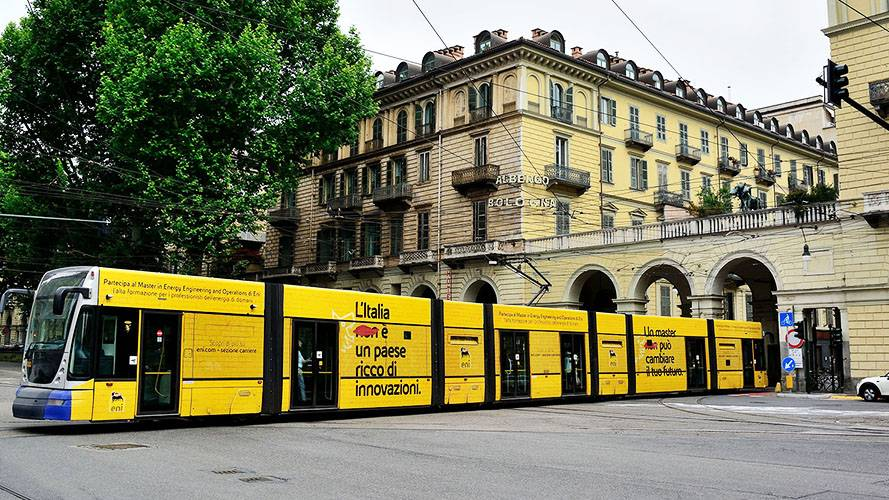 IGPDecaux OOH advertising in Turin Full-Wrap for Eni