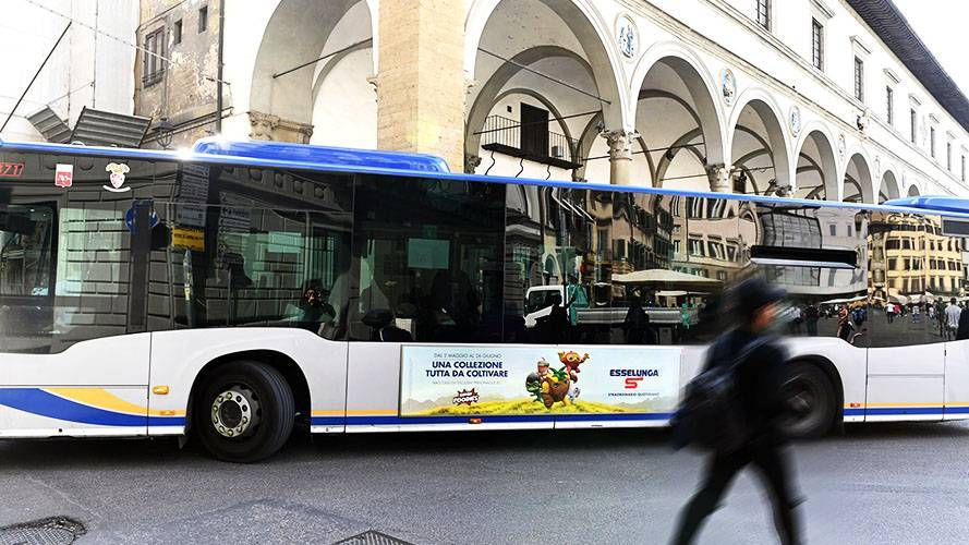 Out of Home IGPDecaux Side Banner for Esselunga in Florence