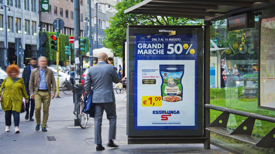 Out of Home advertising IGPDecaux Bus Shelter + Mupi for Esselunga in Milan
