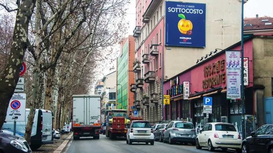 Affissioni pubblicitarie IGPDecaux Milano poster Esselunga