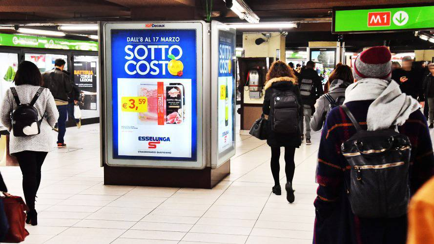 Out Of Home advertising Milan Portrait Coverage Network for Esselunga