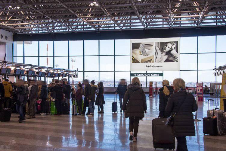 Pubblicità aeroporto IGPDecaux Impianti retroilluminati per Ferragamo a Malpensa