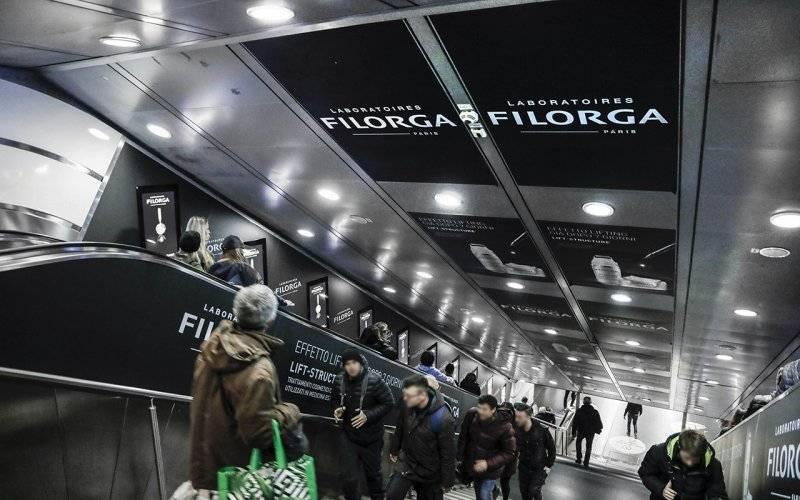 Outdoor advertising IGPDecaux digital escalator in Rome for Filorga