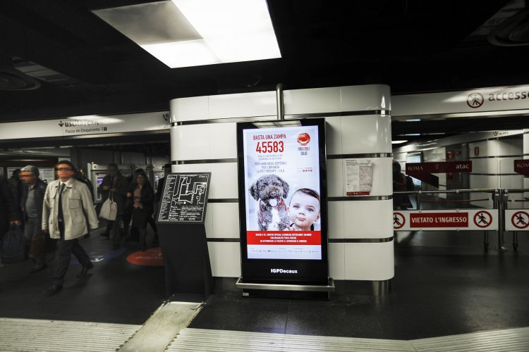 Underground advertising IGPDecaux Rome Underground Vision Network for For a Smile