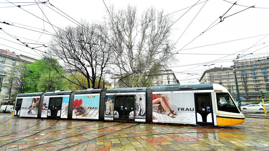 Advertising on tram IGPDecaux Milan Full-Wrap for Frau