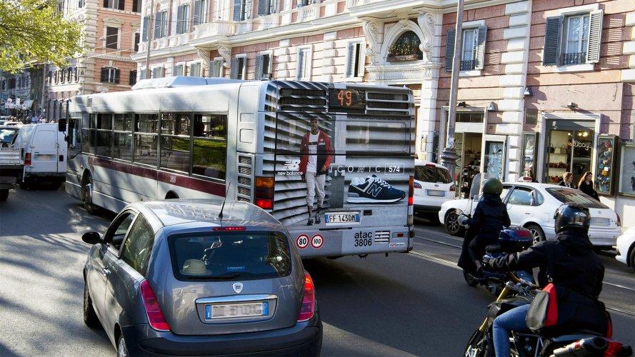 Pubblicità sugli autobus Roma IGPDecaux maxiretro per Gartner Sport