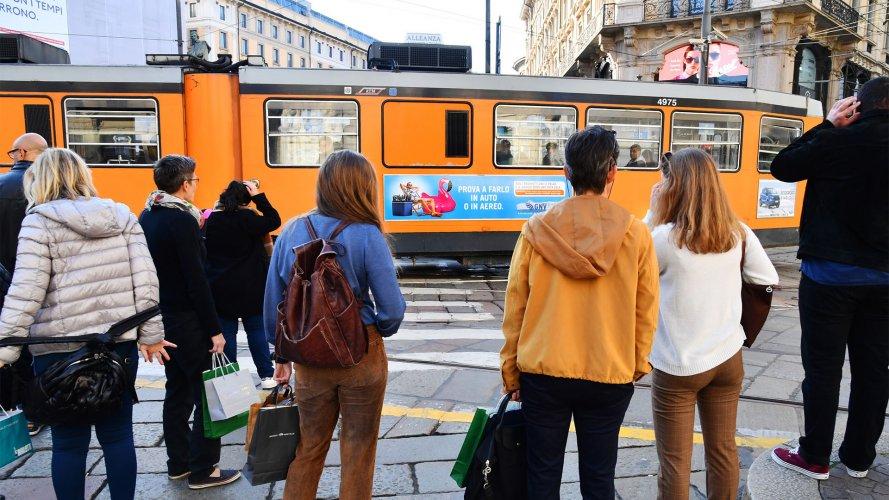 Pubblicità Out Of Home IGPDecaux Side Banner a Milano per Grandi Navi Veloci