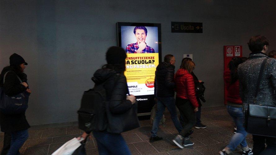 Pubblicità in metropolitana Napoli IGPDecaux circuito digital per Grandi Scuole