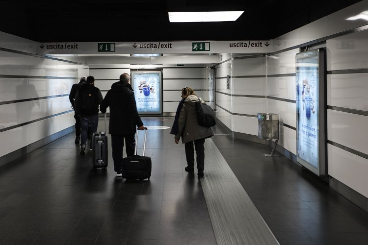 Underground advertising Rome IGPDecaux Portrait Coverage Network for Grom
