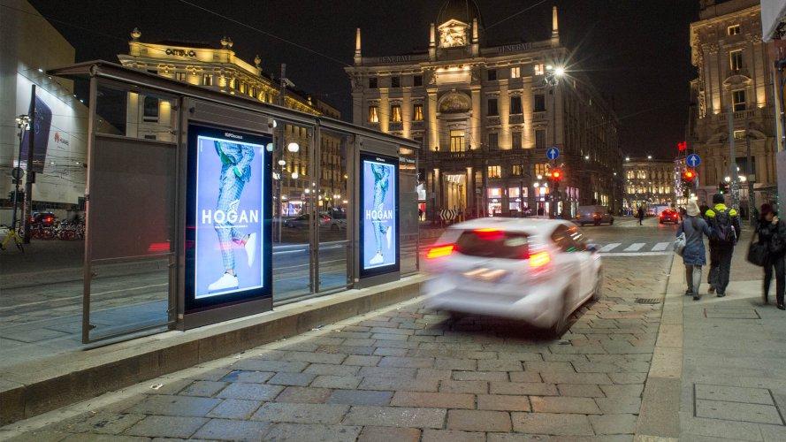IGPDecaux Milano pensiline digitali per Hogan