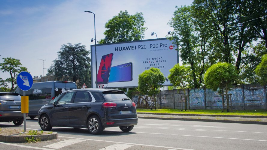 Pubblicità cartellonistica IGPDecaux Milano medio formato Huawei