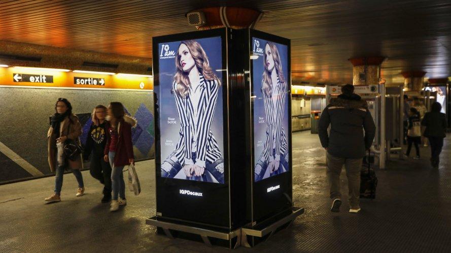Pubblicità metro Roma Network Vision Metropolitana per I'm Stores IGPDecaux