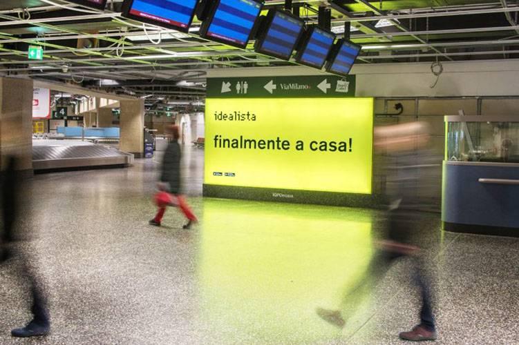 Pubblicità negli aeroporti IGPDecaux Impianto retroilluminato per Idealista a Malpensa