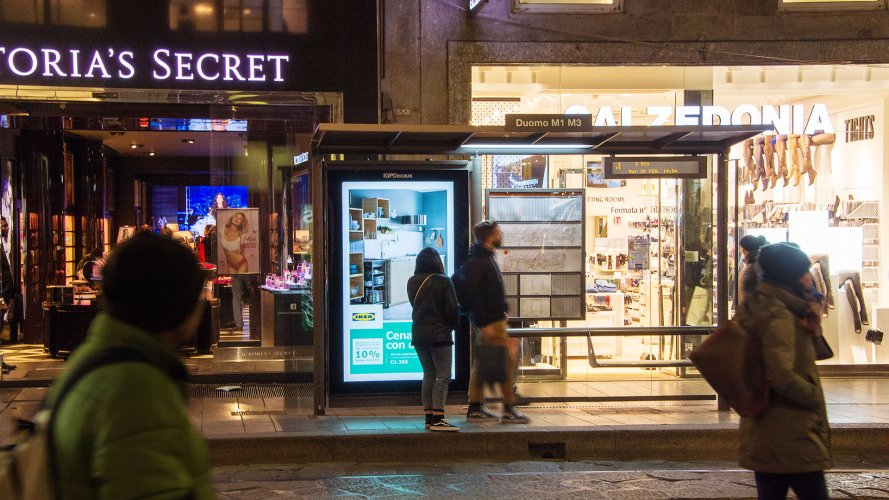 Arredo Urbano IGPDecaux a Milano Pensiline + Mupi per Ikea Kitcken
