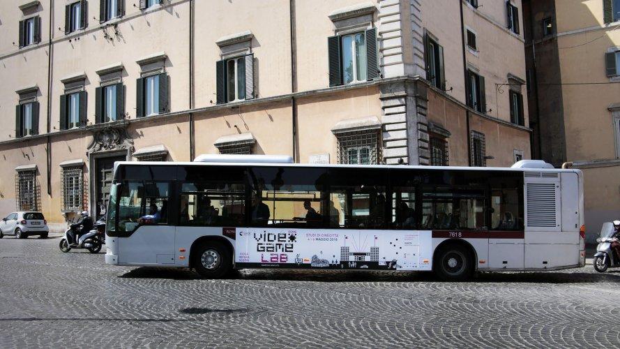Pubblicità sui bus IGPDecaux Adesiva Landscape a Roma per Istituto Luce