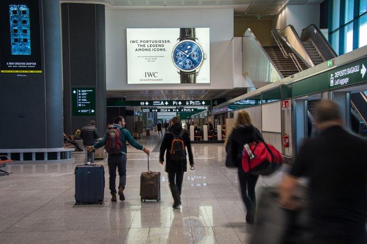 Spazi pubblicitari aeroporto Malpensa Impianto retroilluminato IGPDecaux per IWC