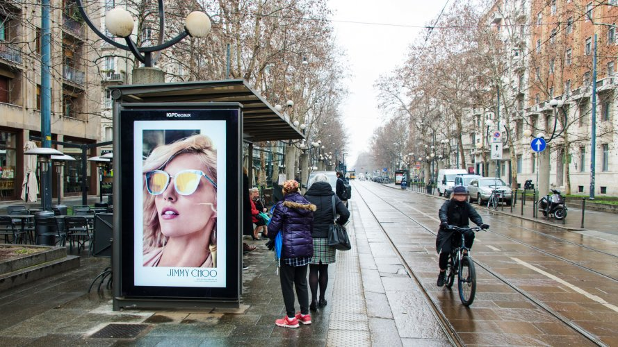 Pubblicità sulle pensiline IGPDecaux Network Vision a Milano per Jimmy Choo Eyewear