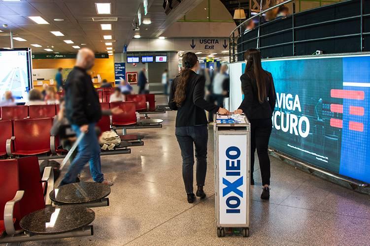 Linate aeroporto pubblicità Sampling IGPDecaux per Ieo