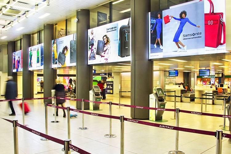Pubblicità negli aeroporti IGPDecaux Domination a Linate per Samsonite
