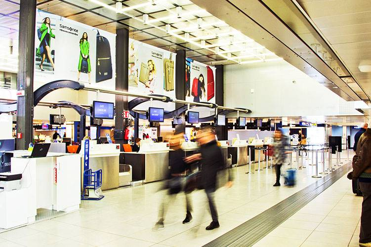 Airport Advertising at Linate IGPDecaux Domination for Samsonite