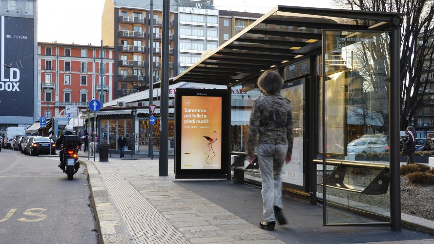 Out Of Home advertising IGPDecaux in Milan Vision Network for Lufthansa