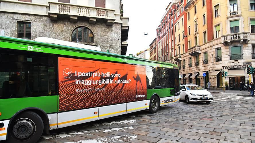 Pubblicità su autobus IGPDecaux a Milano Adesiva Landscape per Lufthansa