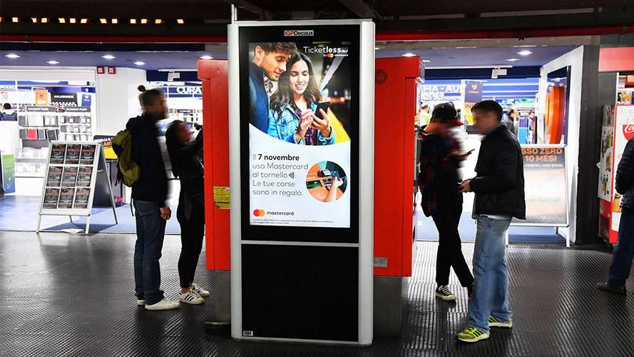 IGPDecaux DOOH advertising a Milano Network Vision Metropolitana per Mastercard