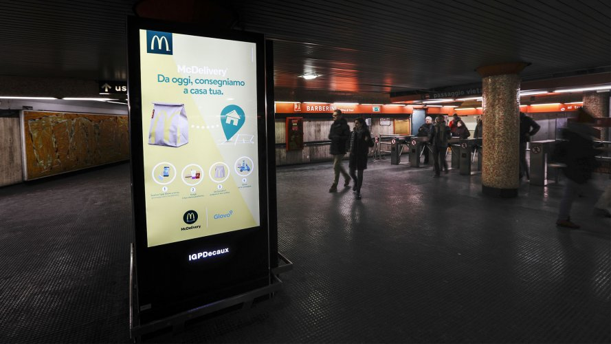 Digital Out Of Home Rome Underground Vision Network IGPDecaux for Mc Donalds