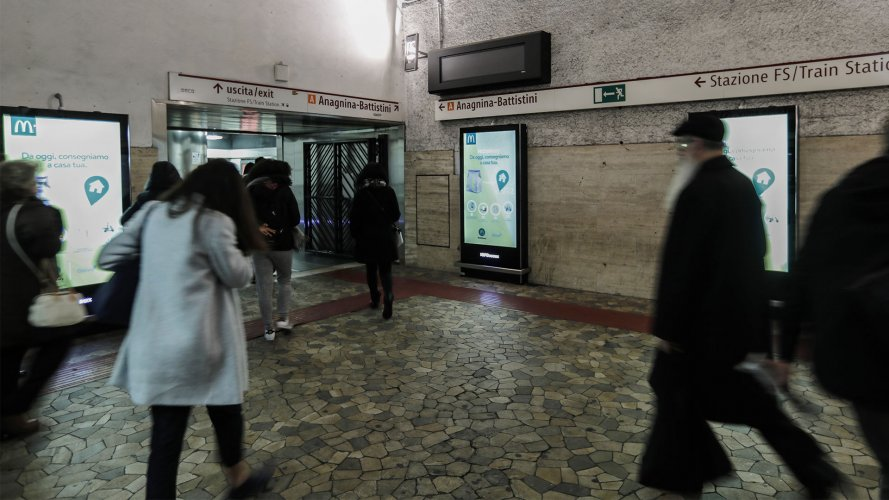 ooh advertising IGPDecaux Network Vision Metropolitana a Roma per Mc Donalds