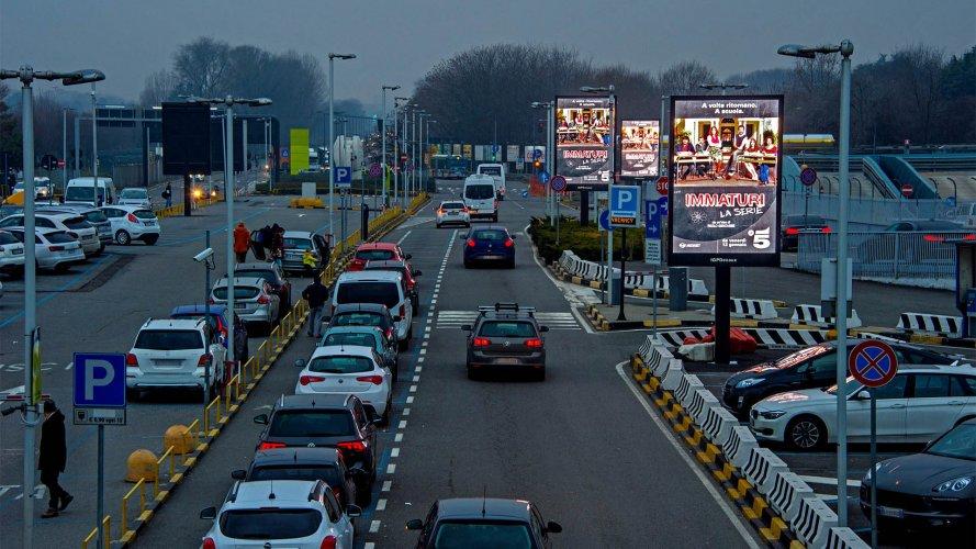 Pubblicità aeroporto Linate IGPDecaux 8MQ Mediaset