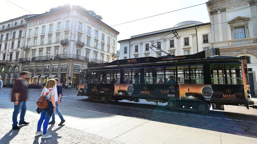 advertising on tram IGPDecaux Milan Full-Wrap for Mido