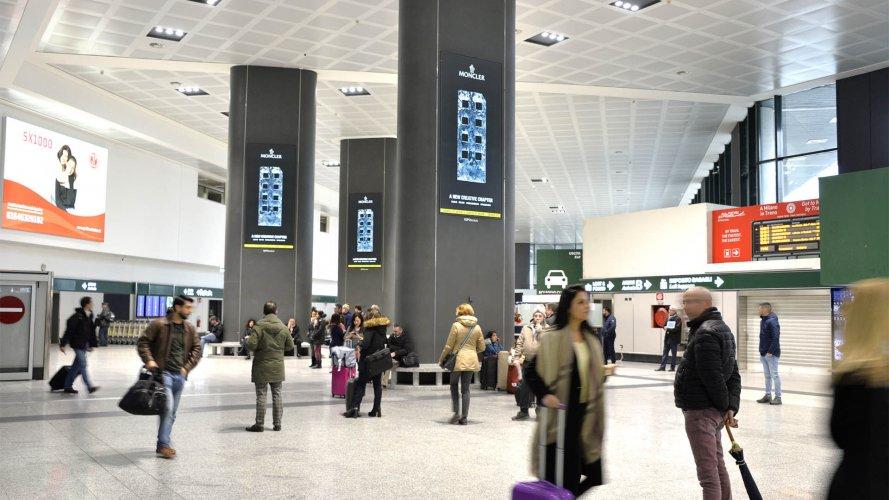 Aeroporto Malpensa pubblicità IGPDecaux Circuito a copertura per Moncler