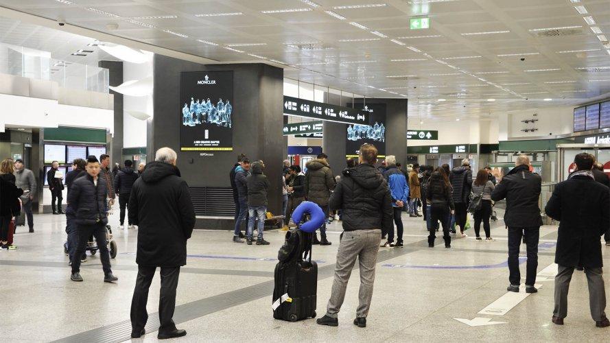 Pubblicità negli aeroporti IGPDecaux Circuito a copertura a Malpensa per Moncler