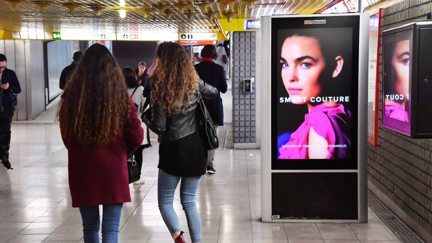 dooh media IGPDecaux Underground Vision Network in Milan for Motivi