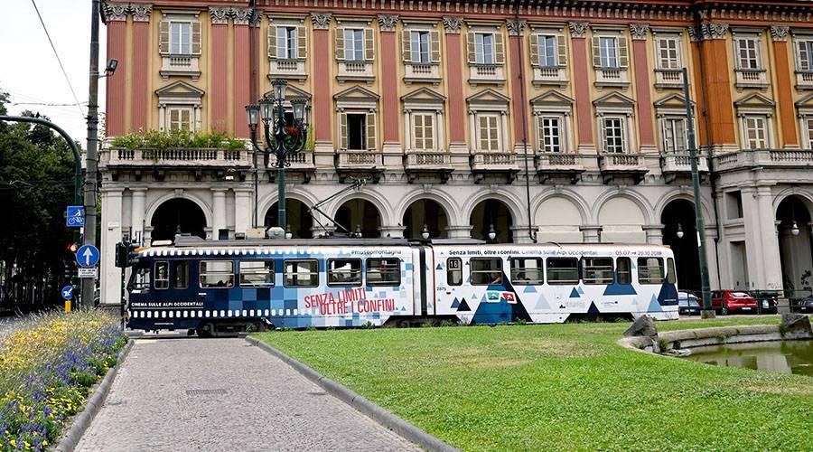 IGPDecaux Torino pubblicità su tram Full-Wrap per Museo della montagna